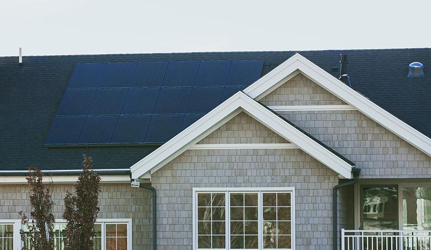 Haus mit Solar Panels - Regenerative Energie Cottbus   WWI Cottbus - Haustechnik Cottbus